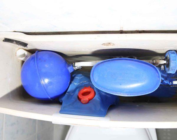Toilet-tank-cistern-water-saving-bag-3